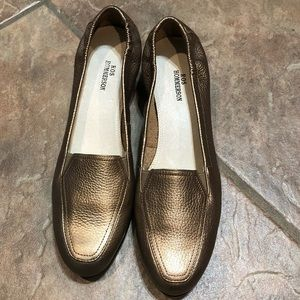 NWOT-Ros Hommerson Gold Leather Loafer Sz 8Slim